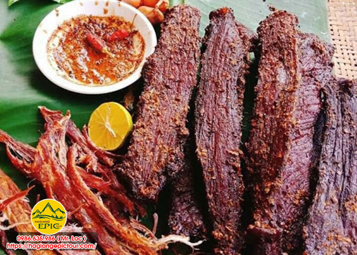 9 Đặc Sản Hà Giang Nên Mua Về Làm Quà ==> Thịt Trâu Gác Bếp.