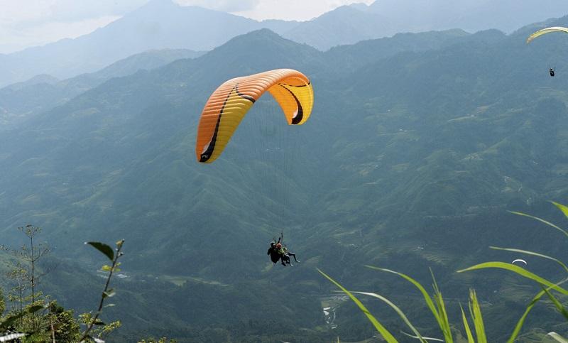 tour bay dù lượn ở Hà Giang